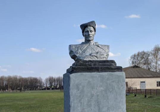На Харьковщине бюст Чапаева пришлось декоммунизировать дважды