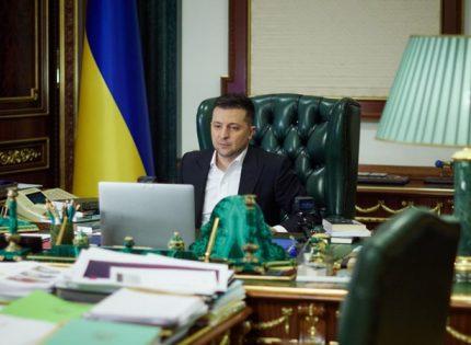 Зеленский ввел в действие новые санкции: 13 человек и почти 100 компаний