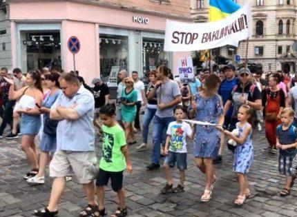 Во Львове прошла акция против вакцинации