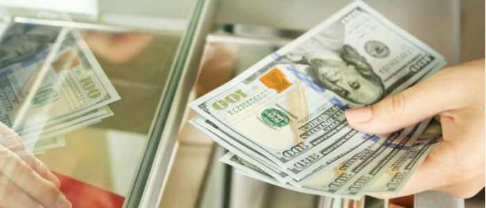 НБУ для поддержания курса гривны продал 200 млн долларов