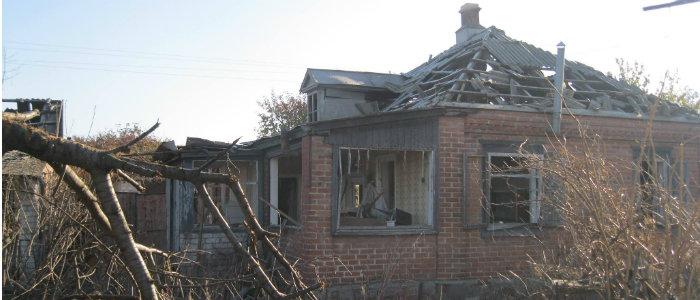 Прошло 4 года: Пострадавшие от взрывов на складе боеприпасов в Сватово живут без компенсации в разрушенных домах