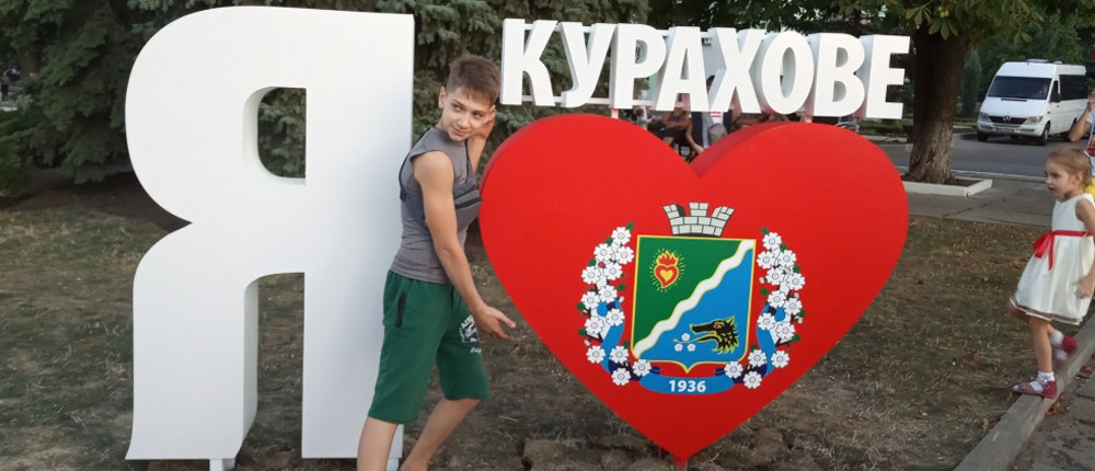 Поездки в банкомат и мнимая регистрация переселенцев: Сколько стоит «бизнес на войне» в Курахово