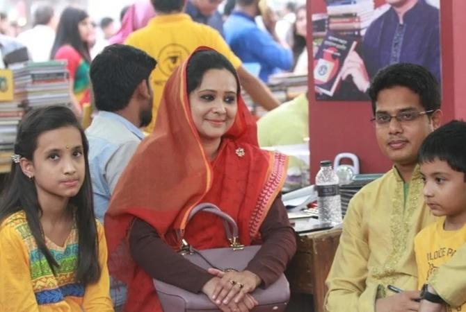 СМИ: в Бангладеш восемь двойников сдавали сессию вместо депутата