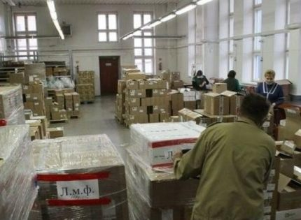 Люди мечутся по аптекам в поисках лекарств: Кто зарабатывает на ситуации с COVID-19 в «ЛНР»