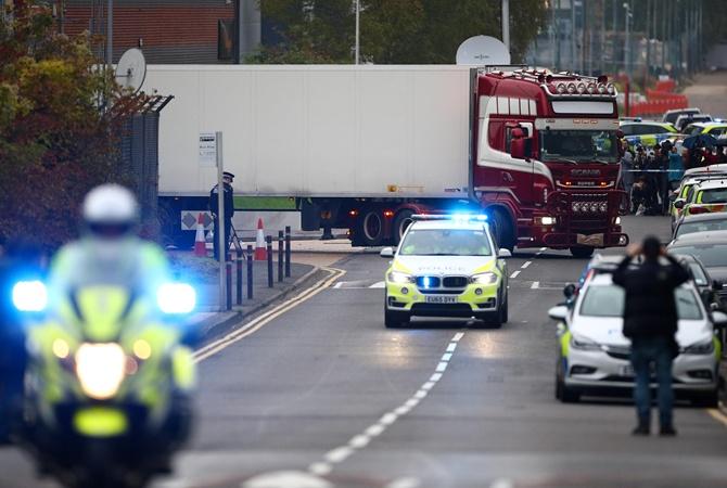 По подозрению в убийстве 39 мигрантов арестовали владелицу грузовика и ее мужа
