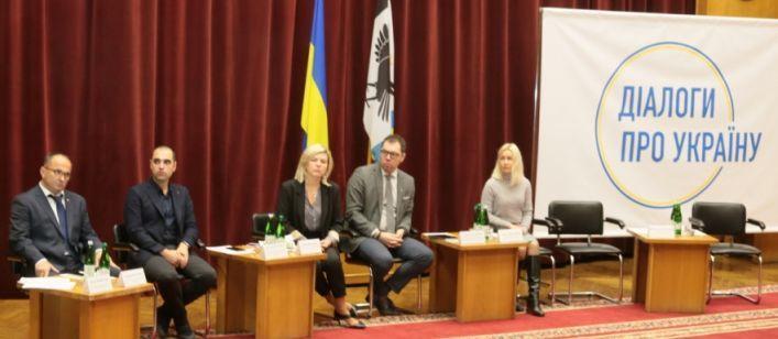 Мир через победу: Чиновники начали серию встреч по мирному урегулированию ситуации на Донбассе