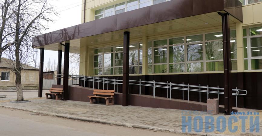 В бело-салатовой гамме: В Славянске показали новое здание Управления соцзащиты (Фото)