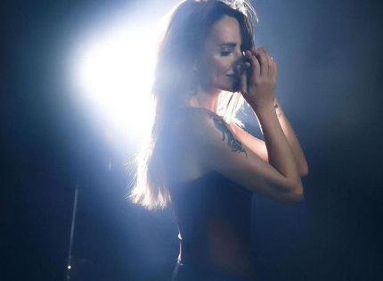 МакSим впервые за долгое время вышла на сцену. Как выглядит певица, пережившая ДТП и алкоголизм