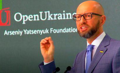 Яценюк: Не верю в попытки увидеть что-то в глазах Путина, эти глаза – окровавленные (Видео)