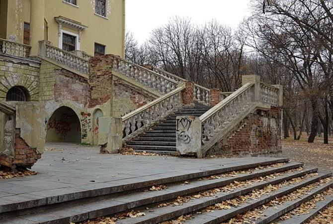 В сети показали снимки разваливающегося Потемкинского дворца в Днепре
