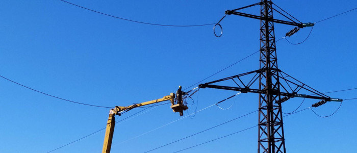 Энергетики Донетчины более 16 тыс. раз восстановили электроснабжение в прифронтовой зоне с начала боевых действий