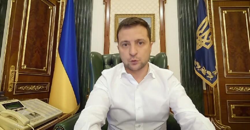 По 8 тысяч гривен: Зеленский рассказал, кто и как может получить разовую материальную помощь (Видео)