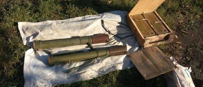Гранатометы, боеприпасы: На Луганщине СБУ обнаружила тайник, оставленный НВФ (Фото)