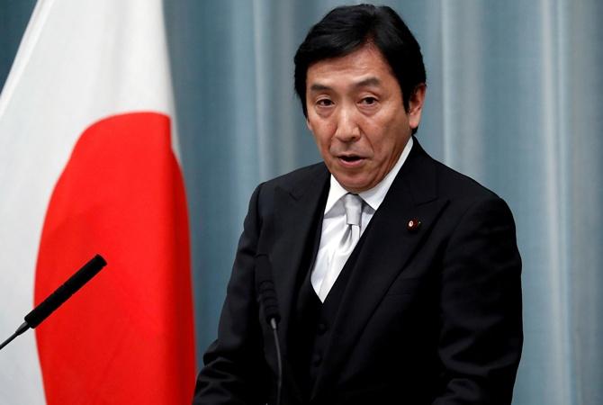 Министр экономики Японии ушел в отставку из-за подкупа избирателей дынями и морепродуктами