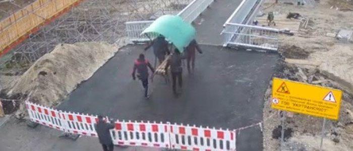 Возле моста в Станице Луганской неизвестные с ОРЛО украли лавочку (Фото)