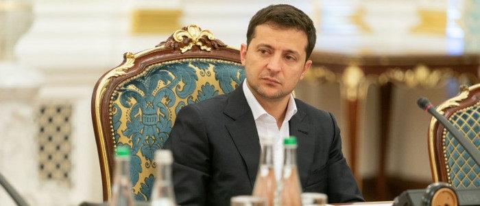 Зеленский обсудил с Меркель разведение сил вблизи Петровского и Золотого