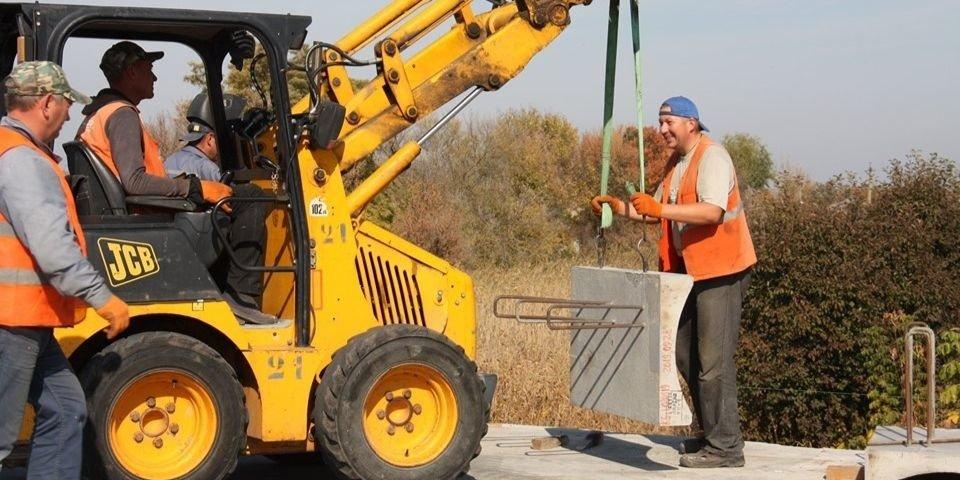 Работают без выходных: Как на Луганщине восстанавливают Сватовский мост (Фото)