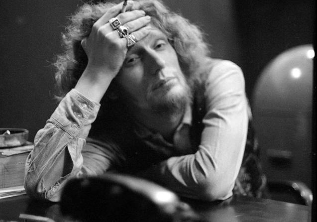 Легендарный барабанщик Джинджер Бейкер скончался в больнице