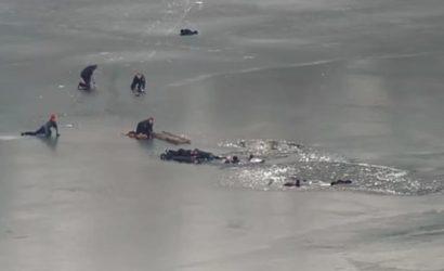 Патрульные из Днепра рассказали, как спасли четверых людей, которые провалились под лед