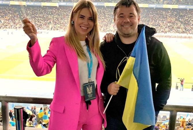 Украина-Португалия: Богдан пришел на футбол с возлюбленной