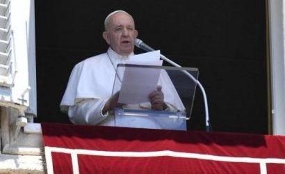 Папа Римский Франциск призвал снизить напряженность на востоке Украины.