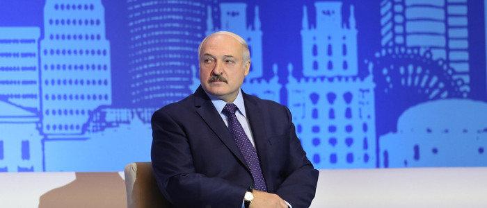 Лукашенко заявил, что Зеленского оставили один на один с решением проблемы Донбасса