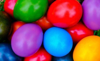 Как покрасить яйца на Пасху: самые простые способы