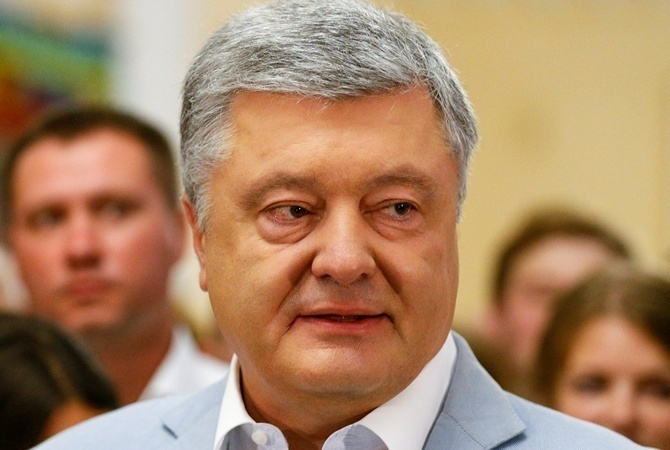 Администрацию экс-президента Порошенко подозревают в злоупотреблении властью