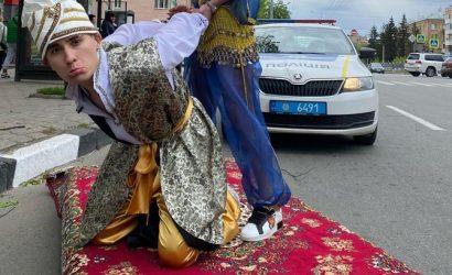 В Харькове оштрафовали водителя, который катал по улицам «Аладдина» на «ковре-самолете»