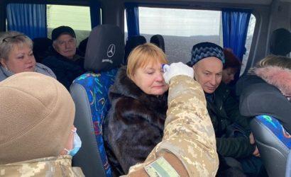 Усиленные меры на Донбассе: Как проверяют на коронавирус на КПВВ (Фото)