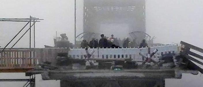 Восстановительные работы вблизи КПВВ «Станица Луганская»: Доставлены конструкции основной части моста (Фото)
