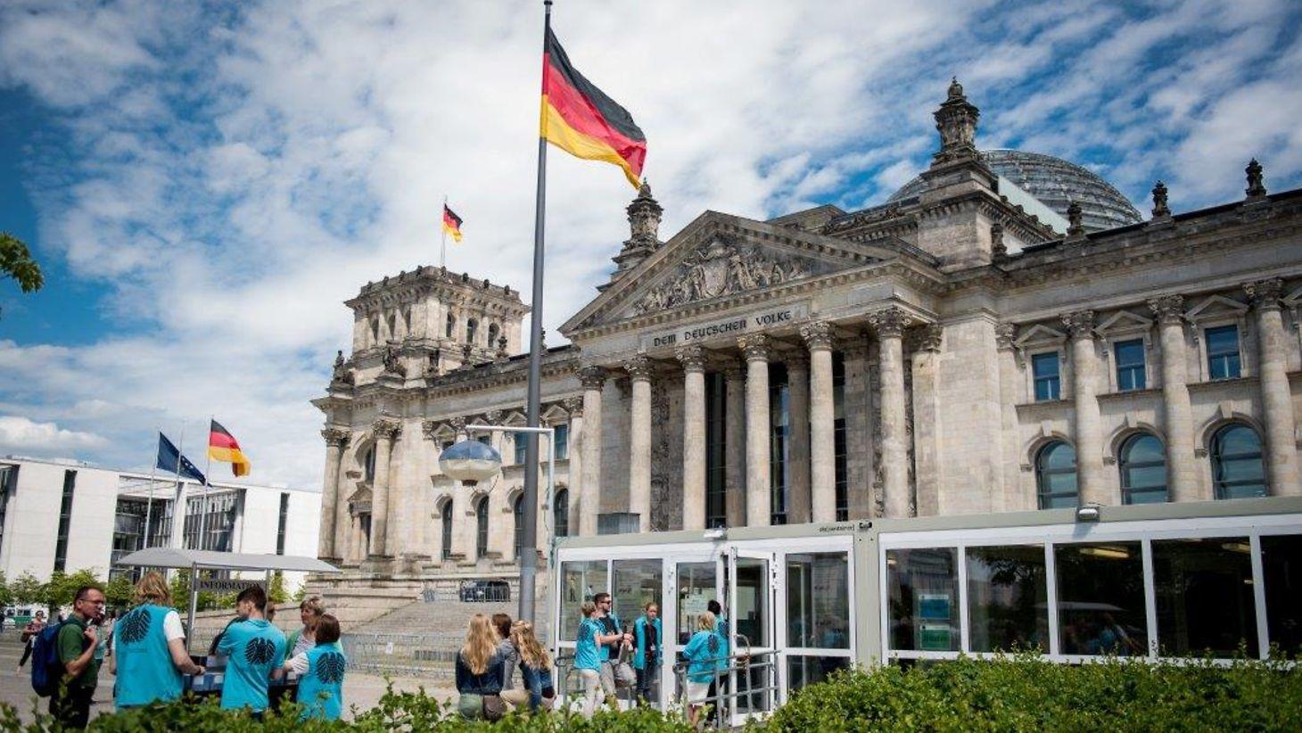 Бундестаг принял поправки, защищающие СП-2