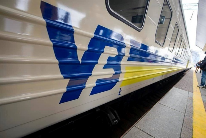 «Укрзализниця» пустит дополнительные поезда на время осенних школьных каникул