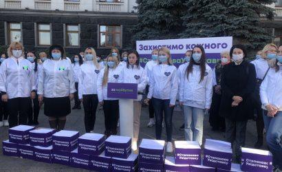 Партия «ЗА МАЙБУТНЄ» вручила Зеленскому полмиллиона подписей за отставку Степанова