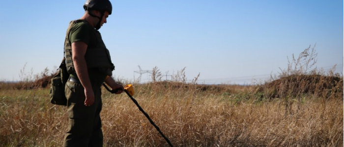 Найти и обезвредить: Нацгвардейцы разминируют Донбасс в зоне ООС (Фото)
