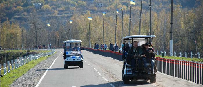 От КПВВ до моста – за менее 2 минут: Как работают электромобили в Станице Луганской (Фото)