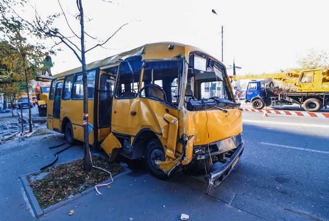 Авария с маршруткой в Киеве остановила движение троллейбусов