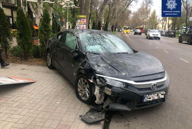 В Одессе машину отбросило на пешехода из-за ДТП