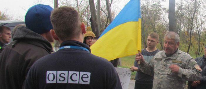 Кто защитит мирных жителей? В Мариуполе у офиса ОБСЕ прошла акция протеста (Фото)