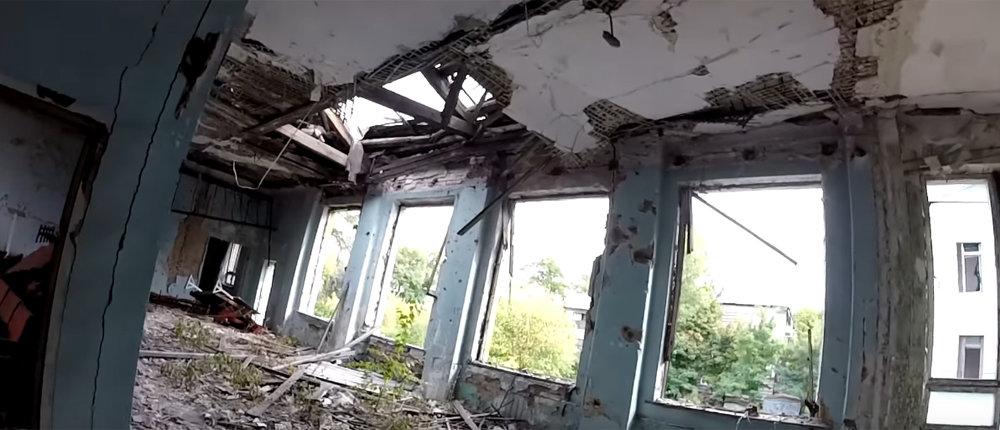 Наркоманы, снаряды и танк: В Донецке показали, что осталось внутри больницы «военной» Путиловки (55 фото)