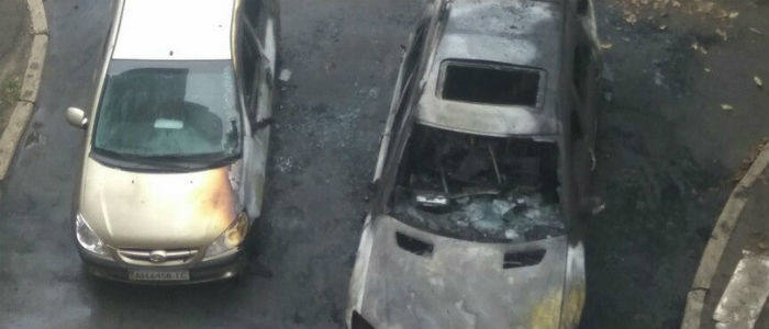 В Донецке на проспекте Ильича сгорели два автомобиля (Фото)