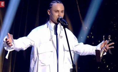 Артем Пивоваров не сдержал слез при получении награды YUNA