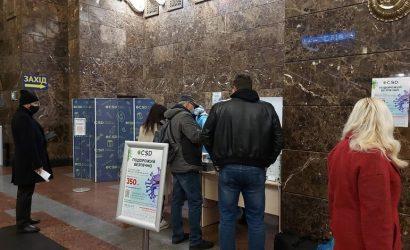За один день на железнодорожных вокзалах у 18 пассажиров выявили коронавирус