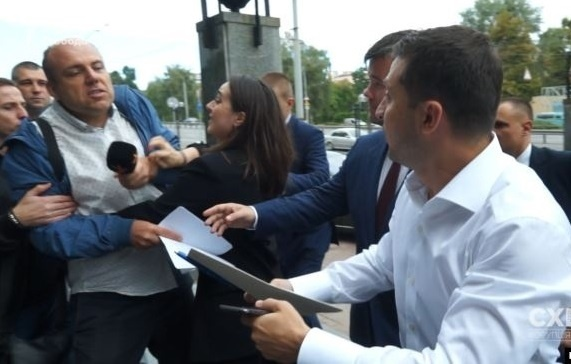Зеленский защитил Мендель и отругал Андрушко