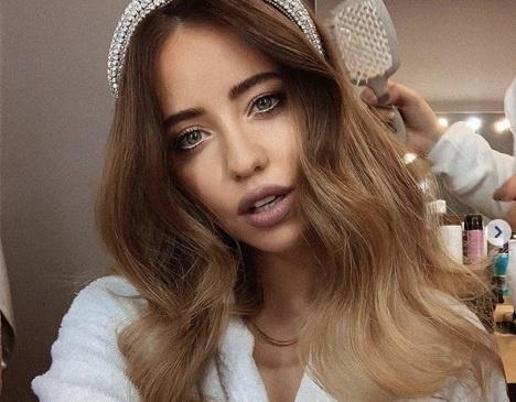 Надя Дорофеева взбудоражила сеть откровенным снимком из своей гримерки