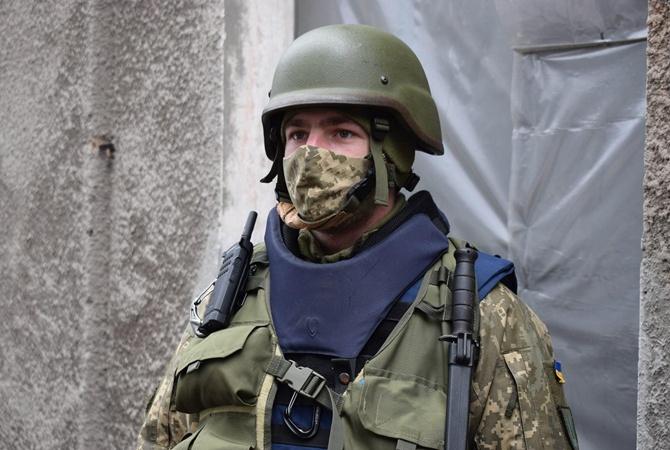 В Донбассе под обстрел попал украинский военный
