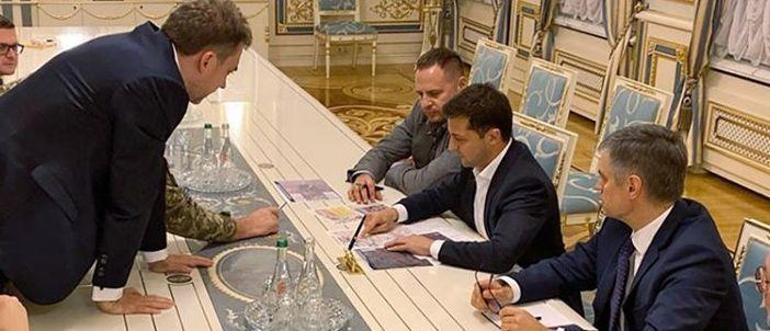 Зеленский собирался отправить делегацию в зону разведения войск для того, чтобы убедиться в безопасности для мирных жителей