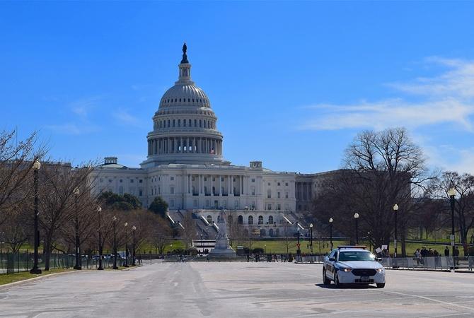 Американские конгрессмены подрались впервые за 100 лет. Из-за Украины