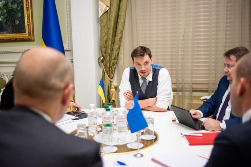 Гончарук обсудил с миссией МВФ программу финансирования