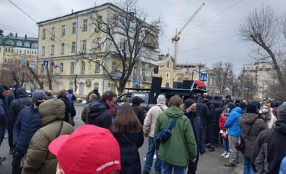 Митинг в защиту Стерненко: люди отправились к ГПУ, требуя отставки Венедиктовой. В ход пошли фаера и петарды